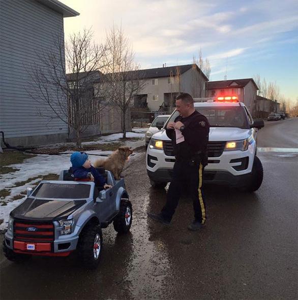 Cảnh sát Canada dễ thương và tử tế nhất quả đất - Ảnh 7.