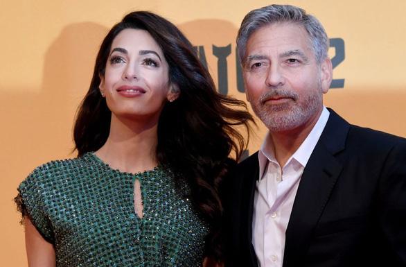 Tài tử George Clooney bị tố chơi bời dù có vợ đẹp và tiếng tăm - Ảnh 1.
