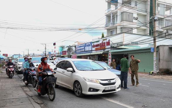 Ngán ngẩm cảnh ôtô chen hàng bến phà Cát Lái - Ảnh 5.