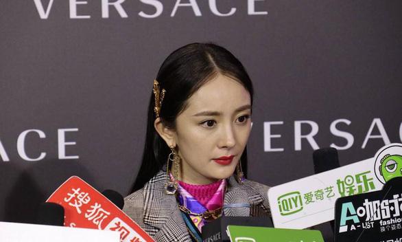 Sau Versace, tới lượt Coach bị Trung Quốc tẩy chay - Ảnh 3.