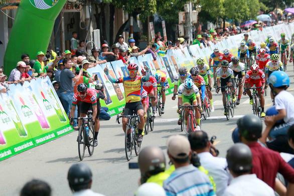 Rút thắng cuarơ Colombia, tay đua 19 tuổi Tuấn Kiệt thâu tóm mọi danh hiệu - Ảnh 1.