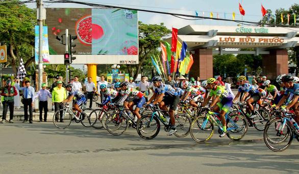 Rút thắng cuarơ Colombia, tay đua 19 tuổi Tuấn Kiệt thâu tóm mọi danh hiệu - Ảnh 2.