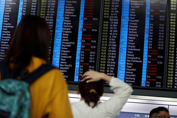 Sân bay Hong Kong mở lại nhưng phải hủy hơn 200 chuyến bay - Ảnh 2.