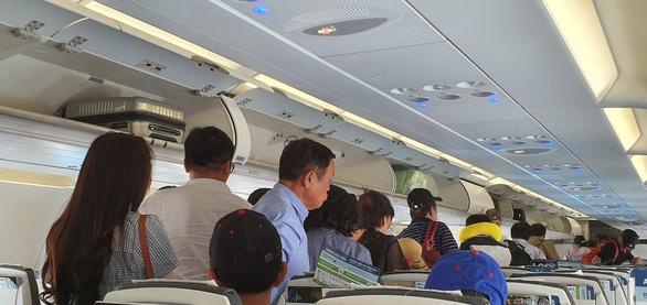 Bamboo Airways lỗ hơn 300 tỉ đồng sau hơn 3 tháng bay - Ảnh 1.