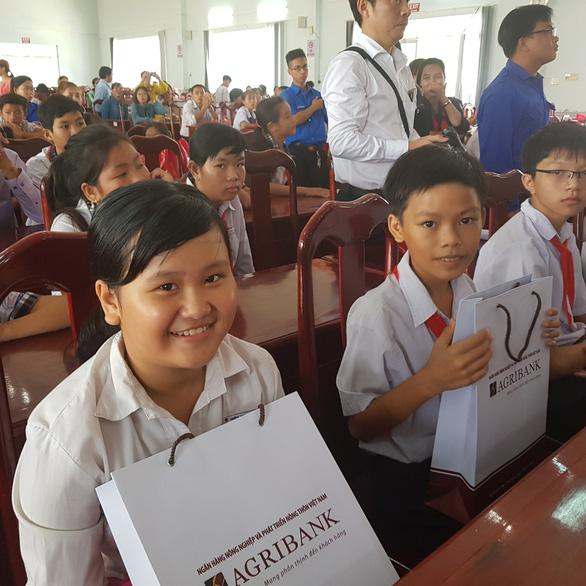 280 suất học bổng Gieo mầm tri thức cho học sinh nghèo Vĩnh Long - Ảnh 5.
