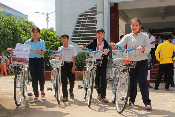 280 suất học bổng Gieo mầm tri thức cho học sinh nghèo Vĩnh Long - Ảnh 7.
