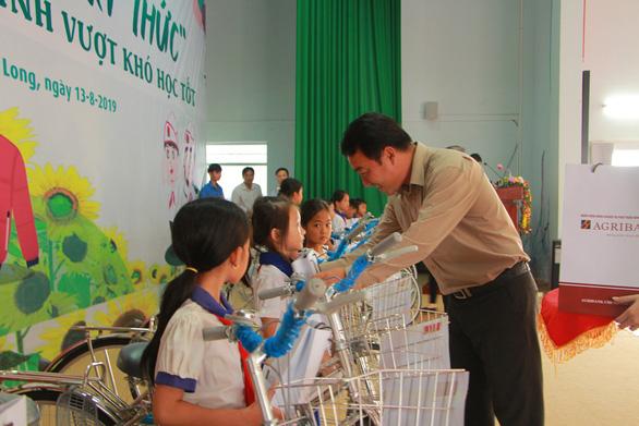 280 suất học bổng Gieo mầm tri thức cho học sinh nghèo Vĩnh Long - Ảnh 1.