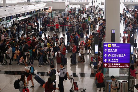 Hàng không, du lịch Hong Kong thiệt hại nặng vì biểu tình - Ảnh 1.