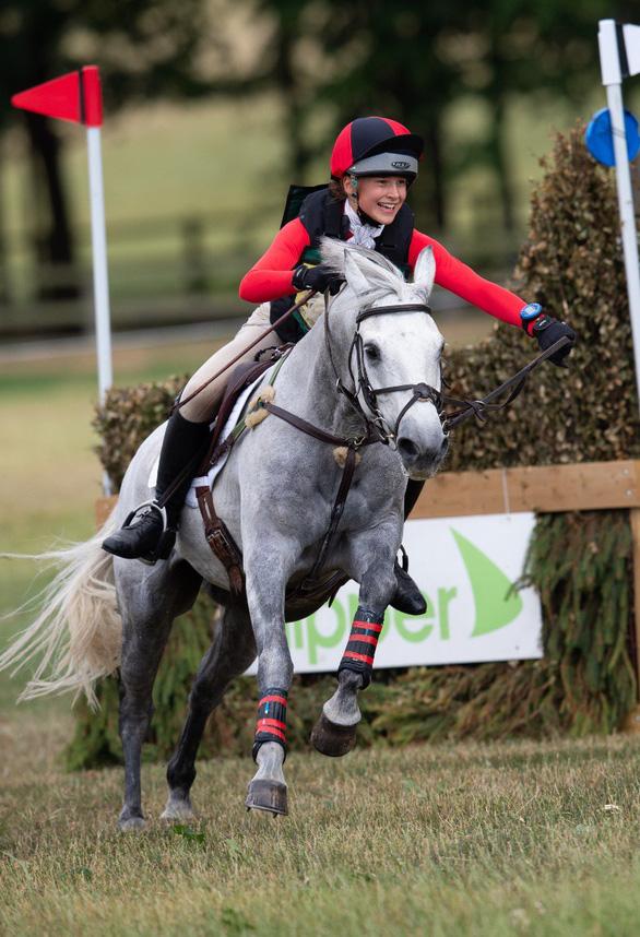 Ngôi sao môn cưỡi ngựa đột ngột qua đời vì tai nạn ở tuổi 15 - Ảnh 1.