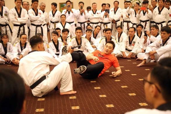Hào hứng học tự vệ thực chiến cùng chuyên gia hàng đầu thế giới - Ảnh 1.