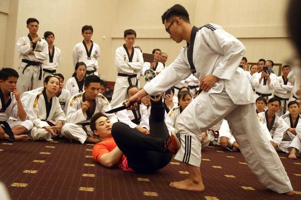 Hào hứng học tự vệ thực chiến cùng chuyên gia hàng đầu thế giới - Ảnh 3.