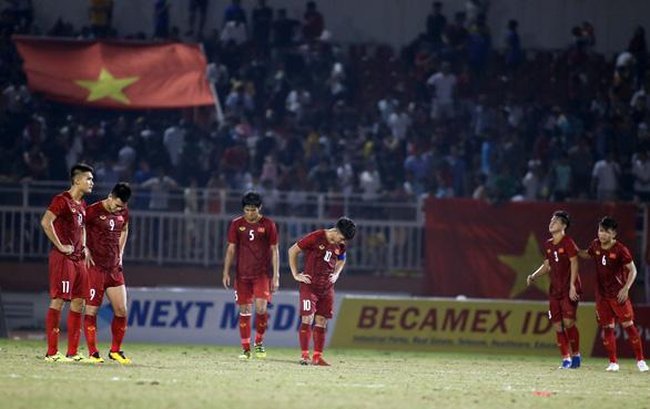 HLV Hoàng Anh Tuấn: U18 VN vẫn còn cơ hội đi tiếp dù hòa Thái Lan - Ảnh 3.