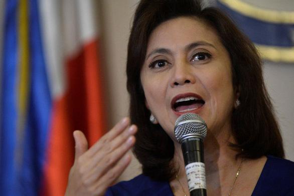 Phó tổng thống Philippines: Dân đang sợ tổng thống bán mình cho Trung Quốc - Ảnh 1.