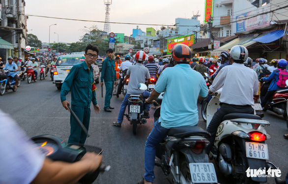 Ra đường nhường nhịn, giao thông thông thoáng - Ảnh 1.