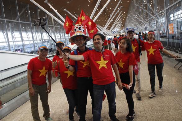 Tặng vé xem trận Thái Lan - Việt Nam cho khách mua tour - Ảnh 1.