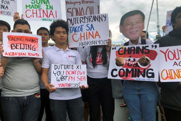 Phó tổng thống Philippines: Dân đang sợ tổng thống bán mình cho Trung Quốc - Ảnh 2.