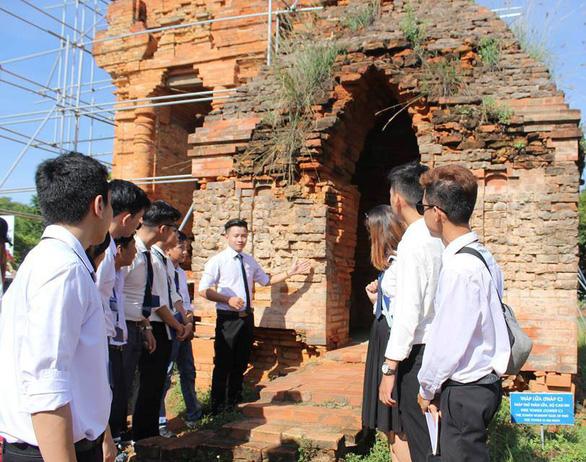 Nhiều hướng dẫn viên học tại Việt Giao để được đảm bảo việc làm - Ảnh 1.