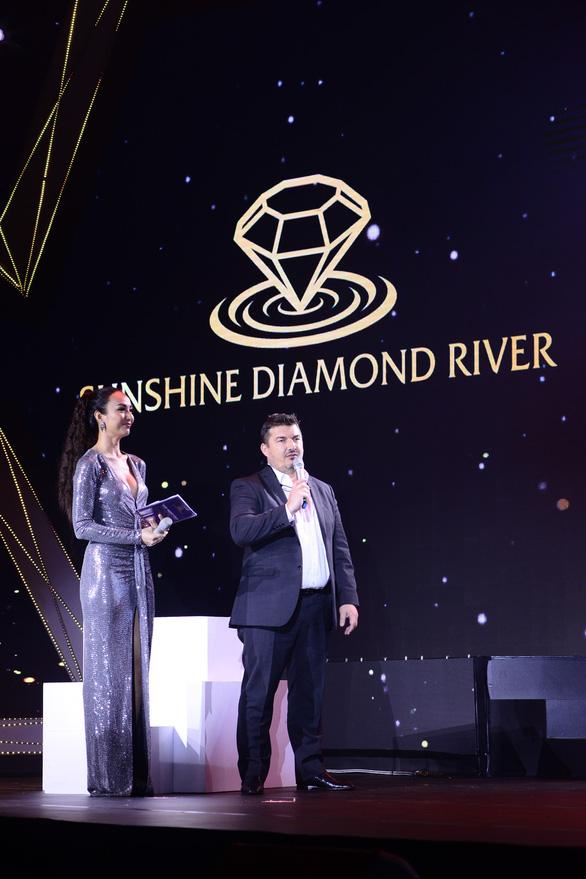 Lễ ra mắt đậm chất nghệ thuật của Sunshine Diamond River tại TP.HCM - Ảnh 4.