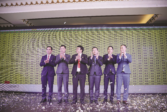 Chen chân chọn sản phẩm Hana Garden Mall - Ảnh 7.