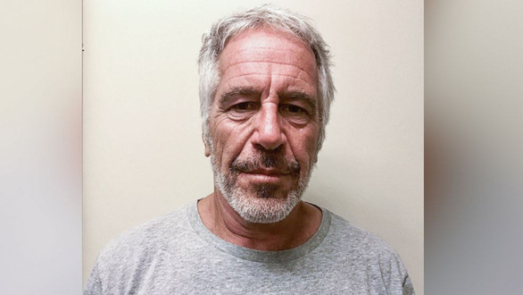 Pháp y xác nhận tỉ phú Epstein đã treo cổ tự tử trong tù - Ảnh 1.