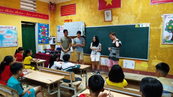 Nữ tỷ phú Việt trò chuyện cùng đoàn học sinh trường hoàng gia Anh - Ảnh 3.