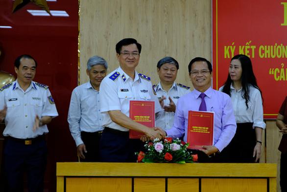 Cảnh sát biển ký kết đồng hành với ngư dân - Ảnh 1.