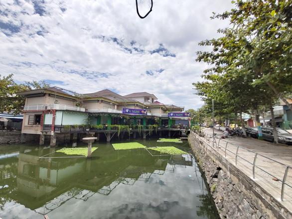 Xây nhà hàng trên hồ điều tiết, xử lý trách nhiệm quận Thanh Khê - Ảnh 1.