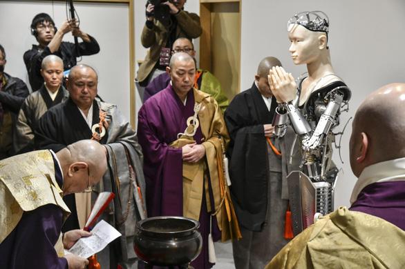 Chùa 400 năm tuổi cho robot thay nhà sư để giảng kinh Phật - Ảnh 6.