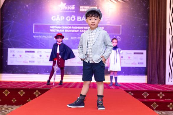 Lần đầu ra mắt tuần lễ thời trang dành cho người mẫu chuyên nghiệp - Ảnh 3.