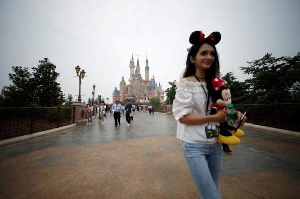 Công viên Disney ở Thượng Hải bị kiện vì cấm khách mang đồ ăn - Ảnh 1.