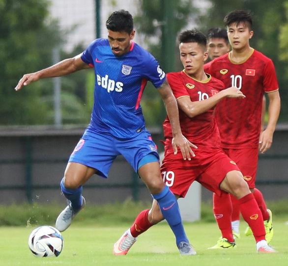 Martin Lo ghi bàn, U22 Việt Nam đánh bại CLB Kitchee SC 2-0 - Ảnh 3.