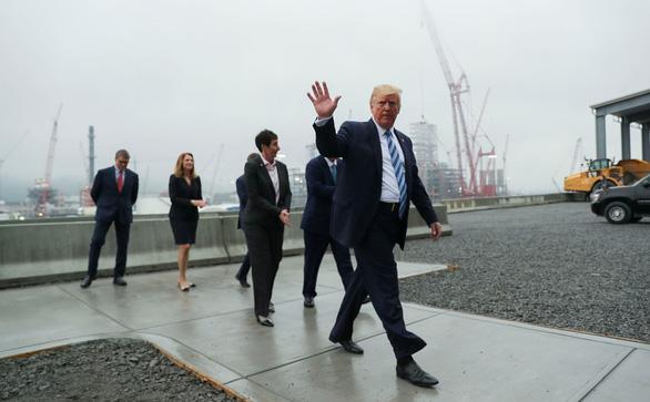 Rời Nhà Trắng đi nghỉ hè 1 tuần, ông Trump vẫn vận động tái tranh cử - Ảnh 2.