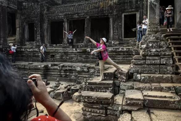 Campuchia cấm ăn uống trong khu đền Angkor Wat - Ảnh 3.