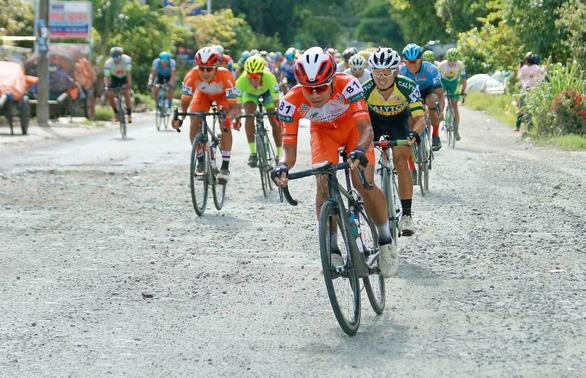 Đổi xe đồng đội, Jordan Parra vẫn chiến thắng tại Hà Tiên - Ảnh 1.