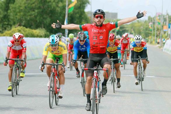Đổi xe đồng đội, Jordan Parra vẫn chiến thắng tại Hà Tiên - Ảnh 2.