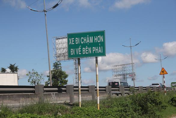 Cao tốc TP.HCM - Trung Lương lộn xộn như đường làng - Ảnh 3.