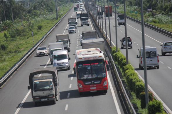 Cao tốc TP.HCM - Trung Lương lộn xộn như đường làng - Ảnh 6.
