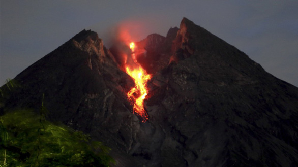 Indonesia cấm các hoạt động gần núi lửa Merapi - Ảnh 1.