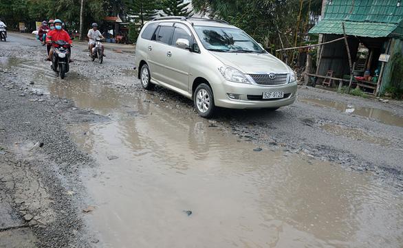 Quốc lộ 80 qua tỉnh Kiên Giang hư hỏng nặng - Ảnh 2.