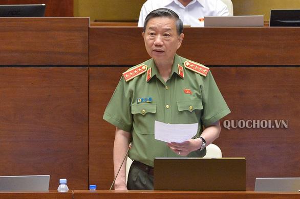 Xăng giả của đại gia Trịnh Sướng liên quan đến ôtô, xe máy tự bốc cháy - Ảnh 1.