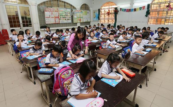 Tăng hơn 75.000 học sinh, TP.HCM xây thêm trường vẫn quá tải - Ảnh 1.