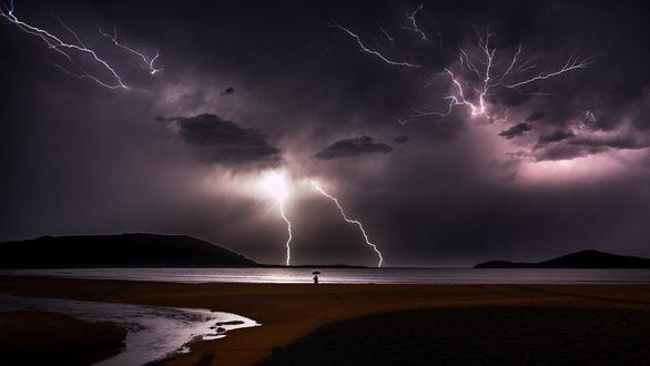 Thiên nhiên dữ dội và êm đềm trong cuộc thi nhiếp ảnh Úc - Ảnh 3.
