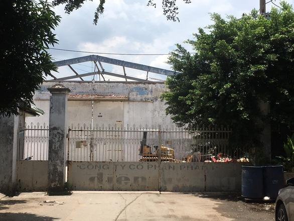 Tránh nắng chỗ nhà xưởng đang tháo dỡ, 2 người bị tường sập đè chết - Ảnh 3.