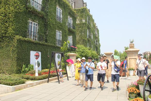 Khách Trung Quốc đến Việt Nam giảm, khách Hàn tăng mạnh mẽ - Ảnh 1.