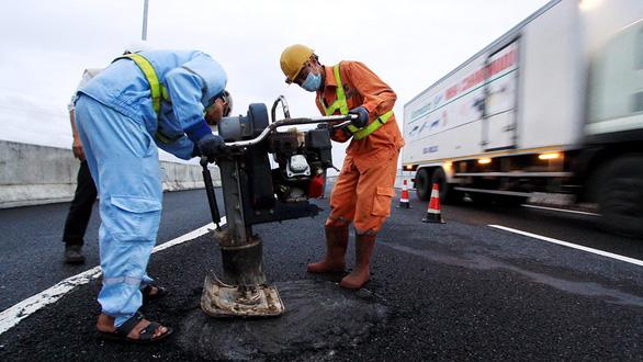 Bỏ Quỹ bảo trì đường bộ vẫn phải đóng phí - Ảnh 1.