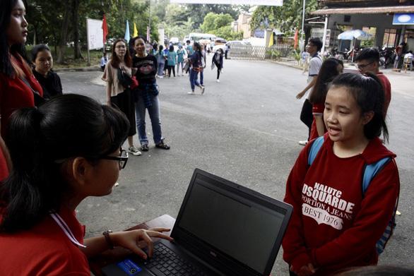 Nhiều tấm lòng sẻ chia với cô nữ sinh xin bảo lưu vì không tiền nhập học - Ảnh 1.