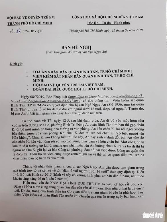 Người nựng trẻ 7 tuổi được tại ngoại, Hội bảo vệ quyền trẻ em yêu cầu tạm giam - Ảnh 3.