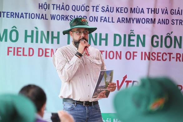 Chuyên gia tới Việt Nam tìm hiểu giải pháp phòng trừ sâu keo - Ảnh 1.