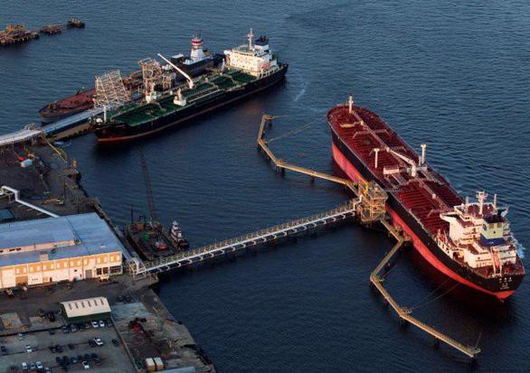 Tàu dầu Trung Quốc đổi tên giữa biển, né lệnh trừng phạt của Mỹ - Ảnh 1.