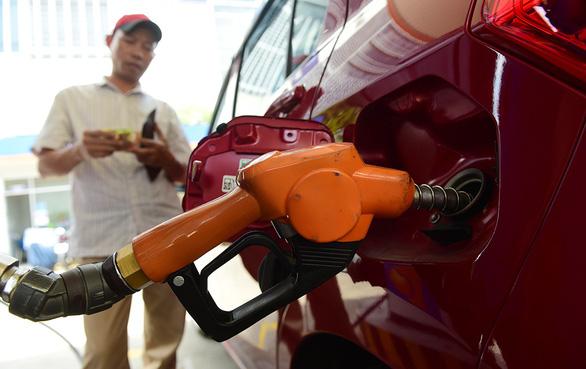Bỏ quỹ bình ổn, giá xăng dầu có nhảy múa? - Ảnh 1.